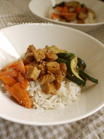マクロビ的レシピ♪ テンペとズッキーニで健康丼