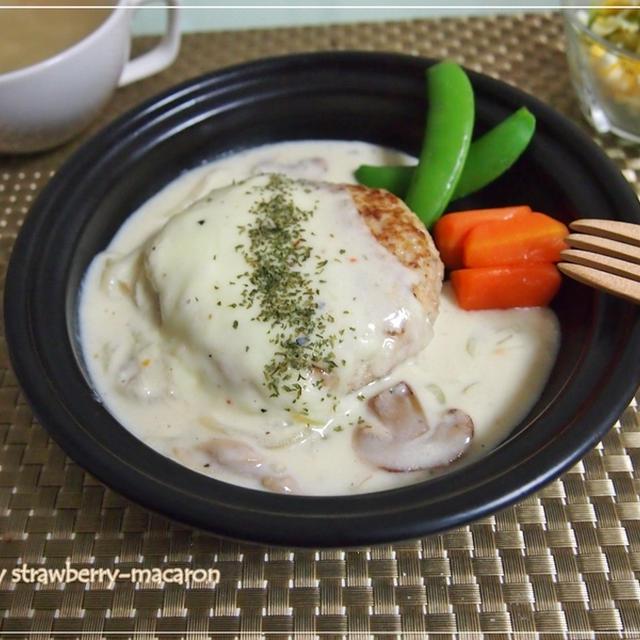 チーズホワイトソースのハンバーグ・簡単変わりコールスローサラダ