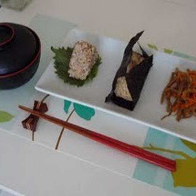 おむすび、きんぴらごぼう、お味噌汁(Rice Balls, Stir-Fried Burdock, and Miso Soup)