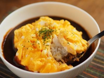 レトルトカレーアレンジ、オムカレー丼、電子レンジで作るオムレツ、暑い日にラクラク料理