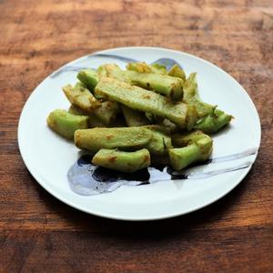 ブロッコリーの茎のクミンガーリック炒め