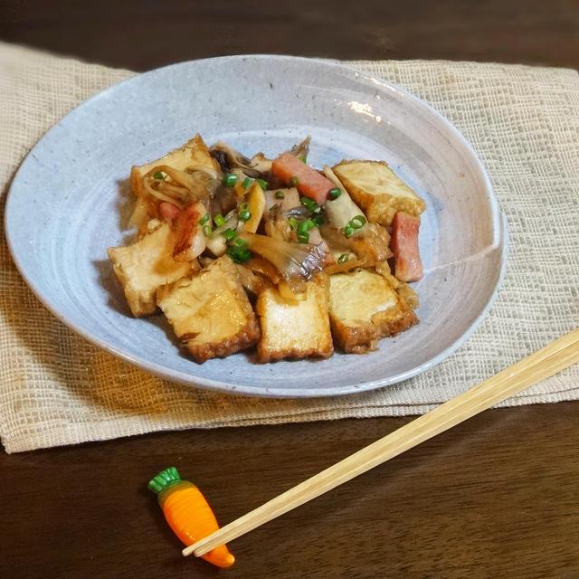 ごはんが進む、厚揚げ ベーコンと舞茸の炒め煮