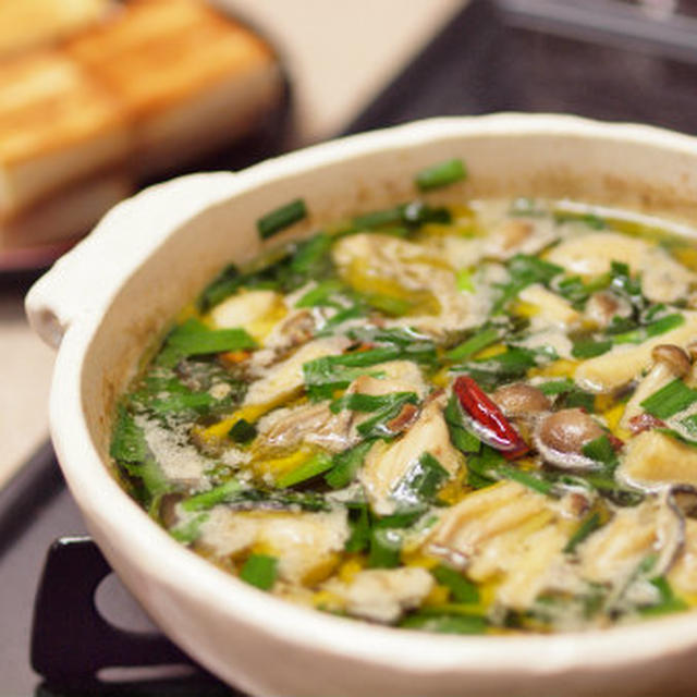 牡蠣のアヒージョ ・ 牡蠣のにんにくオイル煮