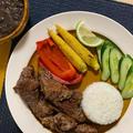 BBQにも!安い輸入牛肉をスパイス、にんにく、レモン、オリーブオイルに漬け込んで、柔らかくジューシーなエスニックなステーキに!