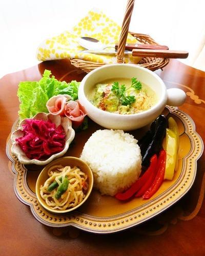 春キャベツを食べよう!おうちカフェやお弁当に♪手抜きロールキャベツのグリーンカレー