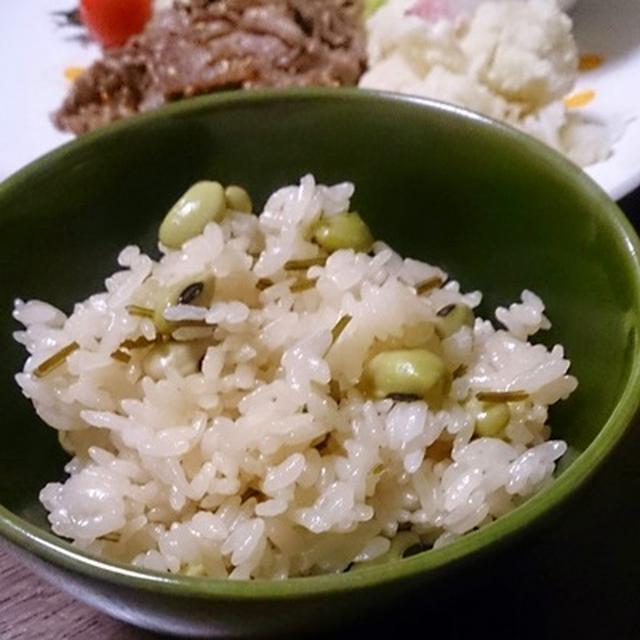じわ~っと美味い!青大豆と昆布の炊き込みご飯♪ と、お土産ケーキ。