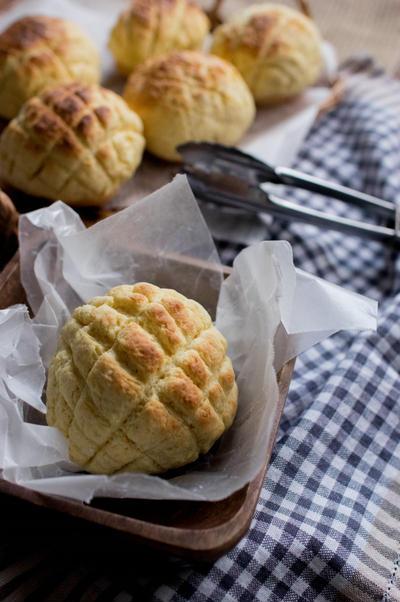 ホットケーキミックスとロールパンでメロンパントースト