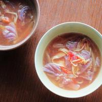 紫白菜とカニかまのエスニック風スープ