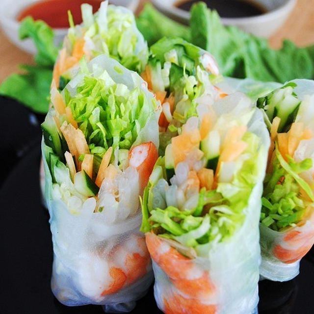 手軽にアジア気分♪さっぱりヘルシー♪2種類のソースでおいしさ倍増♪海老とたっぷり野菜の生春巻き