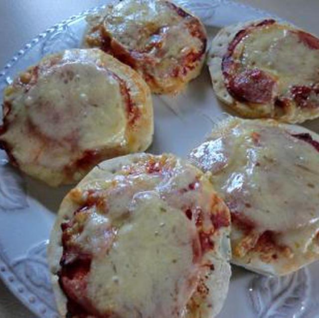 週末の簡単ランチ 市販のピザベースでお手製ピザ