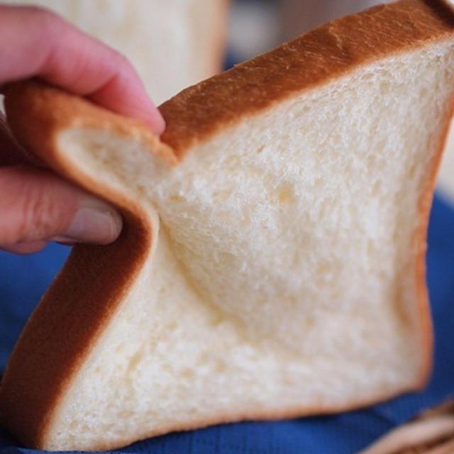週末に味わう贅沢食パン♪「エシレ角食パン」ブレドール