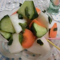 2時間でもう美味しい♪ 大葉プラス☆ コロコロ野菜のピクルス風浅漬け