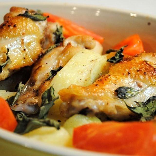 マリネして焼くだけ!簡単おいしい♪鶏手羽元とじゃがいも、トマトのバジル焼き ガーリック風味