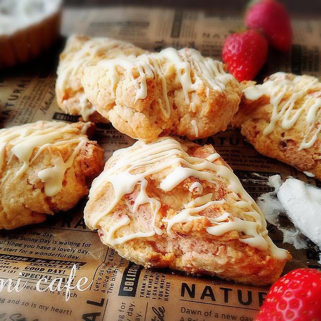 ♡ホットケーキミックスde作る♪ストロベリークランキーチョコ&ホワイトチョコの春色スコーン♡