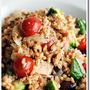 スペルト小麦とツナとタマネギ、ミニトマト、アンチョビ、オリーブのサラダ