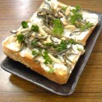 小魚&ナッツで手軽にパワー・トースト