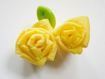 薄焼き卵でリアルなバラの作り方