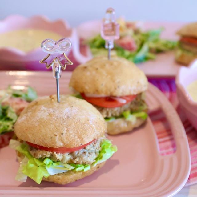 自家製ハンバーガー〜お洒落なオニオンリング