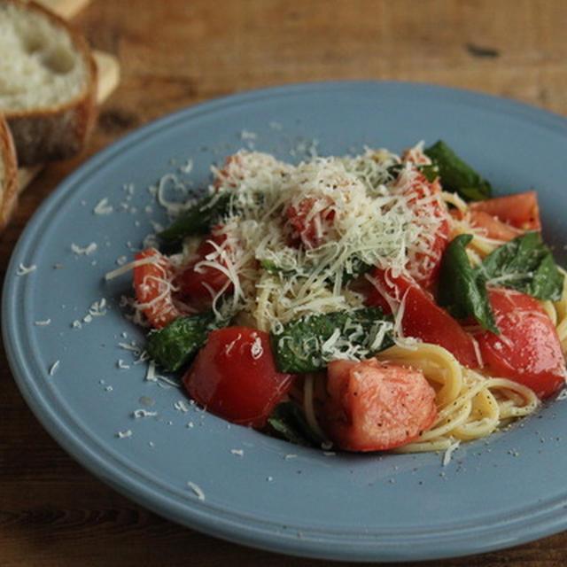 フレッシュトマトとバジルのパスタ