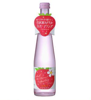 うっすらとピンクに色づいた、イチゴのリキュールです。ワイン酵母を使って醸造した純米酒に、イチゴの果汁...