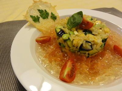 ひんやりライスと夏野菜のカレー風味トマトコンソメのジュレ添え♪