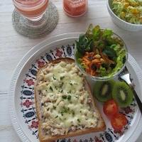 ツナ&オニオンのチーズトーストとDoleスムージー♪