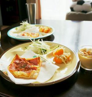 昨日の朝ごはん☆冷凍パイシートで即席ハムポテトパイ【ざっくりレシピ付き】