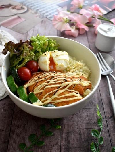 タンドリーチキン風サラダチキンとカリフラワーライスで糖質オフ丼