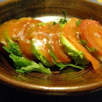 アボカドとスモークサーモンのトマト風味サラダ♪