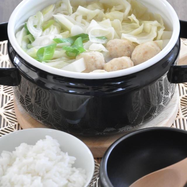 冷房で冷えたカラダに優しい!キャベツと肉だんごのシンプル鍋