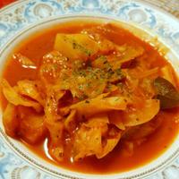 きゃべつとベーコンの食べるスープ トマトジュースで煮込むだけ