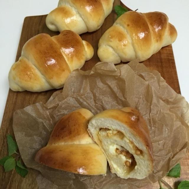 キャラメルチップとクリチのロールパン。