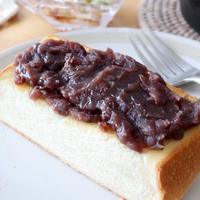 小豆トーストと野菜炒めのランチ