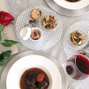 牛肉の赤ワイン煮込みで、バレンタインの食卓。
