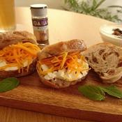 キャラウェイにんじんマリネ レーズンとクリームチーズのサンドイッチ