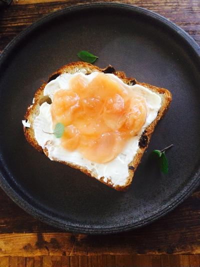 桃のコンフィチュールのトースト