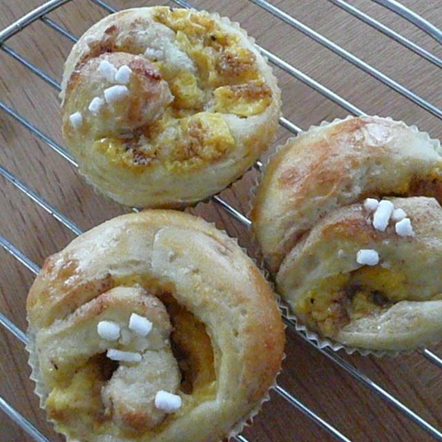 りんご酵母でクリームロールパン