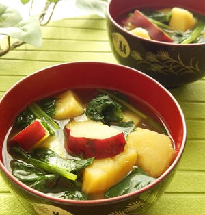 さつまいもと小松菜の味噌汁☆