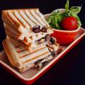 簡単朝ごはん!おせちリメイク☆黒豆煮とクリームチーズで和風パニーニ*和ニーニ*ホットサンド