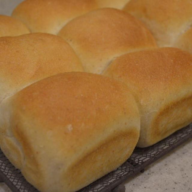 定番の全粒粉ミニ食パン♪