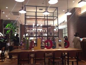 「チョコレートで世界を幸せにする」というコンセプトのチョコレート専門店。フェアトレードチョコを使い、...
