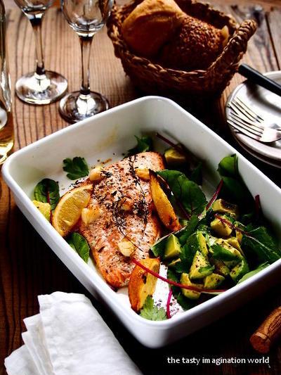 秋鮭とアボカドの温サラダ
