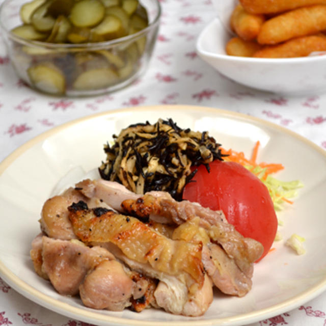 鶏もも肉のエスニック風味グリル。ベルギーポテト。の晩ご飯。