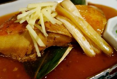 【④金目鯛の煮付け⑤山ウド皮と人参の甘辛炒め煮】昨日の続編で居酒屋メニューです♪