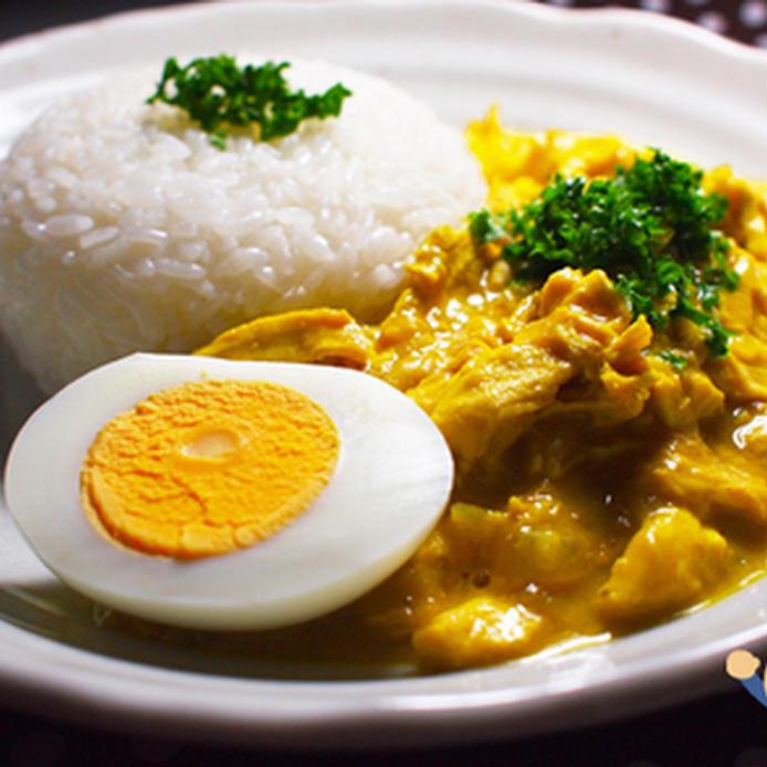 白くて丸いお皿に盛られたペルーカレー
