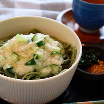 緑色が鮮やか❣️よもぎ蕎麦とろろのせ❤️