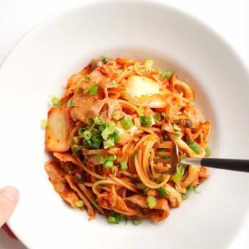 【絶品!】豚バラと焼きキムチの和風パスタのレシピ