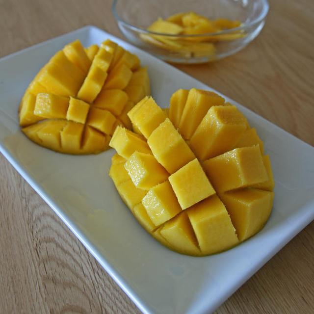 マンゴーの食べ方がわからないの巻