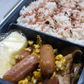 中学息子弁当~スクランブルエッグ・ウインナー・・&牛肉のキムチ入り韓国風野菜炒め♪