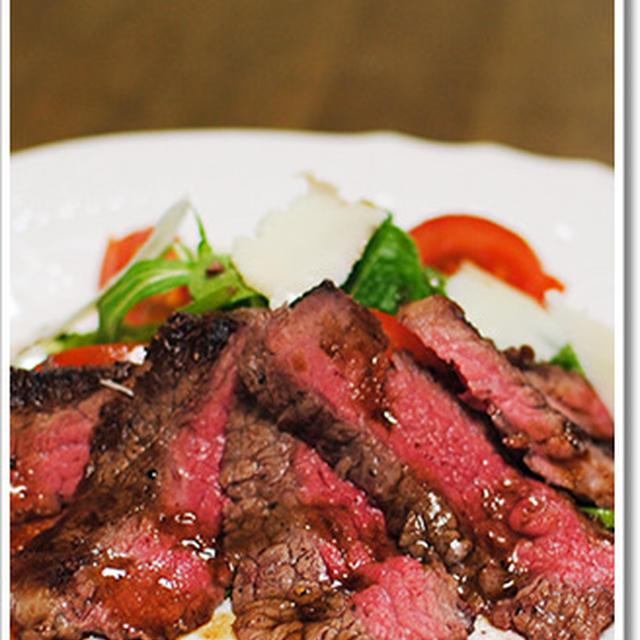 牛肉のタリアータ、赤ワインとバルサミコのソース